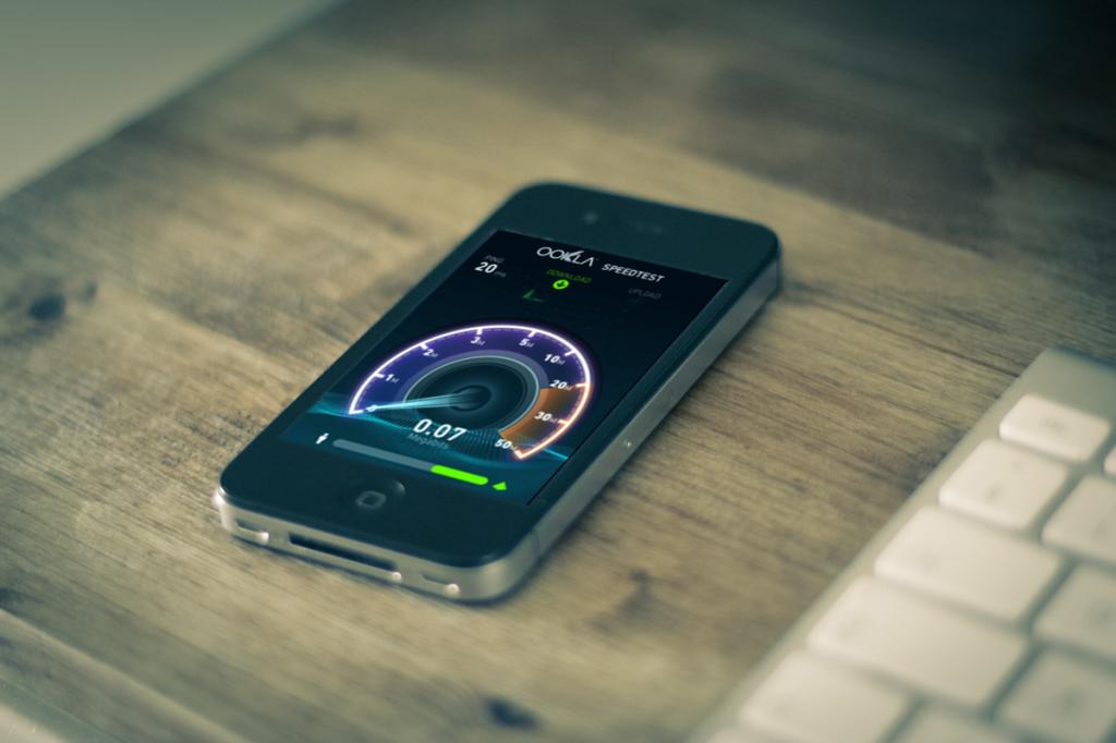 iPhone-desk-speed-test