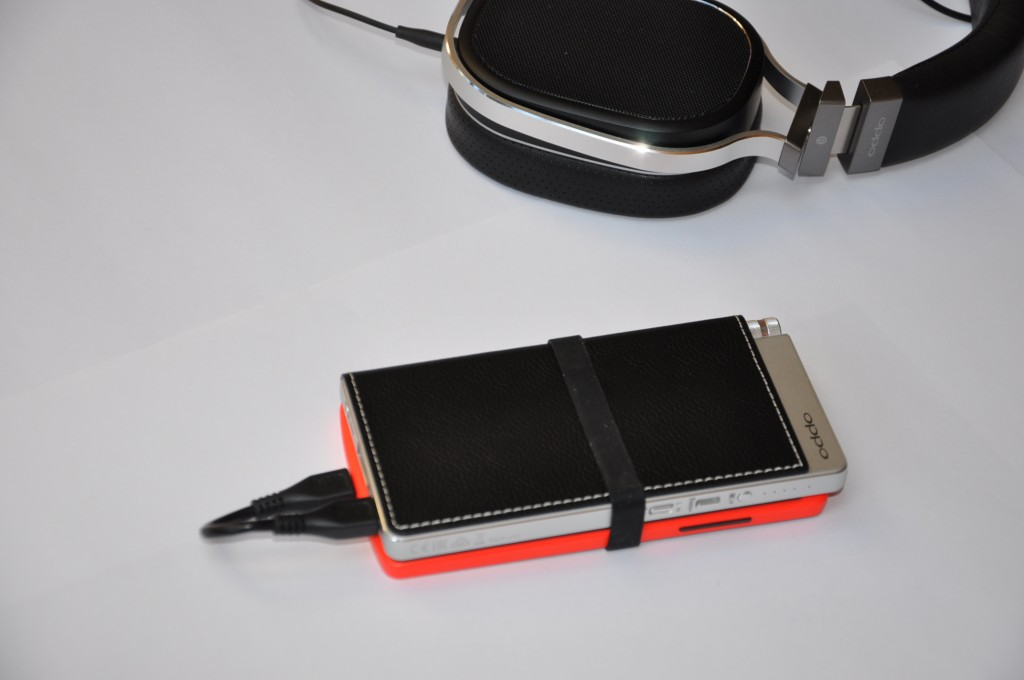 Mobile Phone sized DAC headphone amp on a Nexus 5