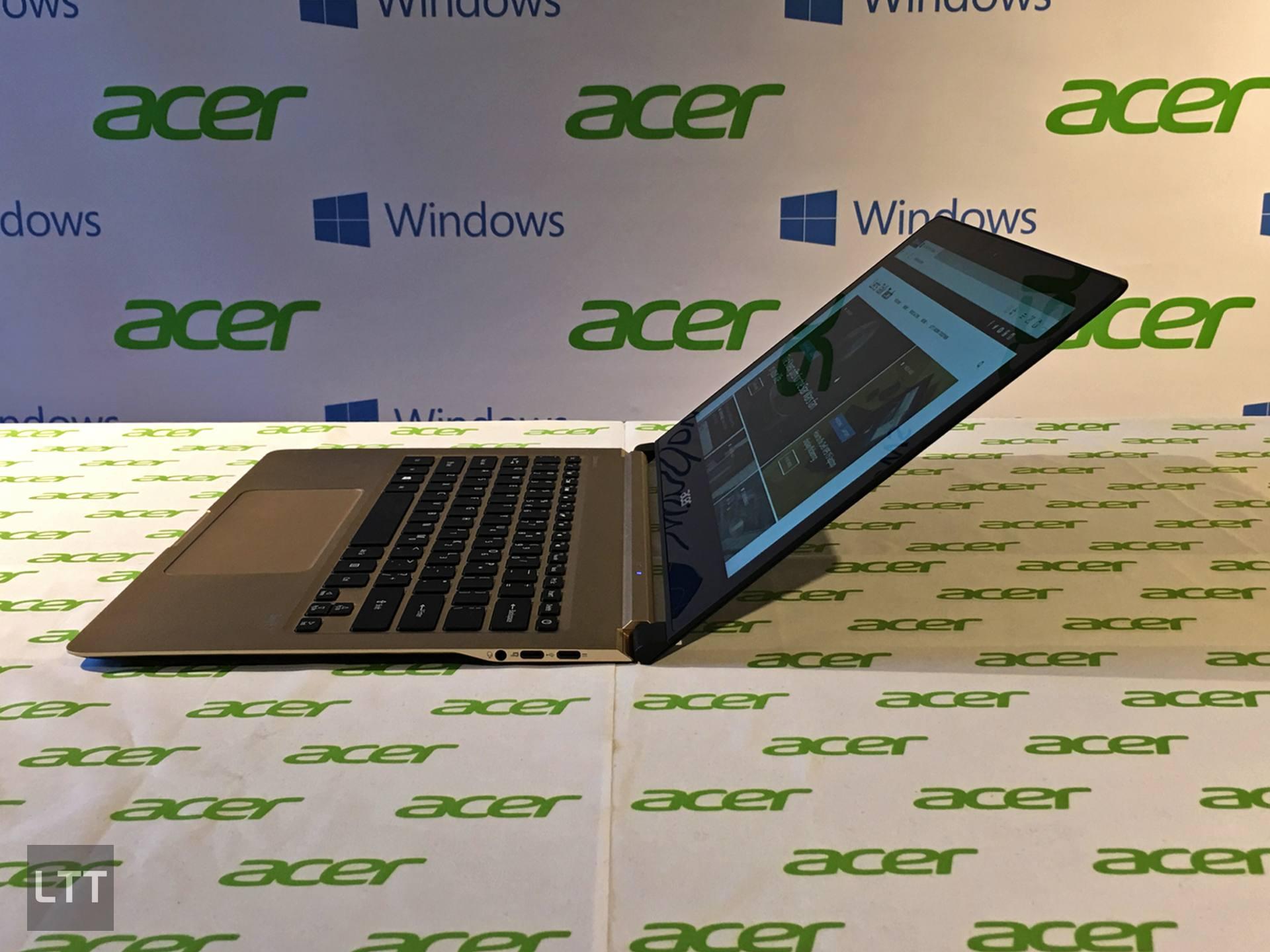 Acer Swift 7 opened
